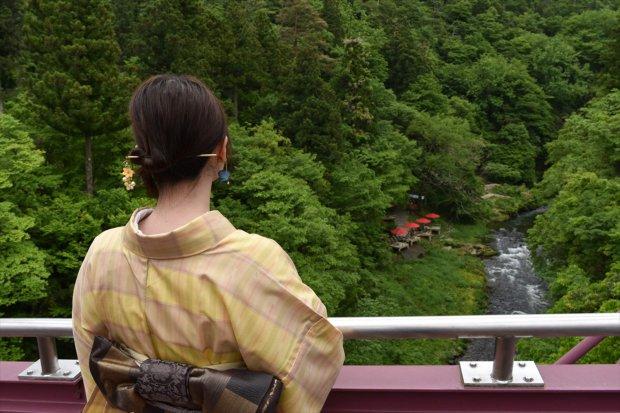 あやとりはしからの川床の眺め