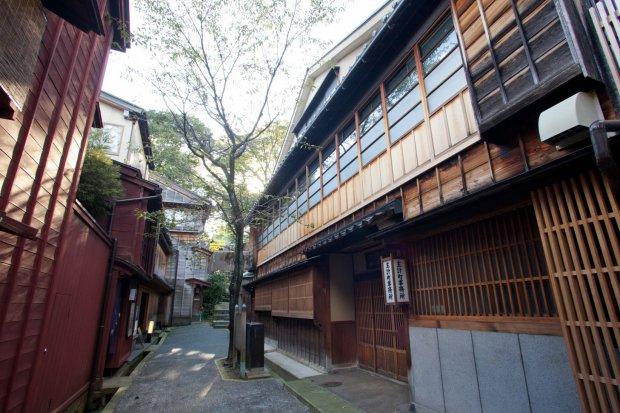 金沢市主計町(重要伝統的建造物群保存地区) 写真提供:石川県観光連盟
